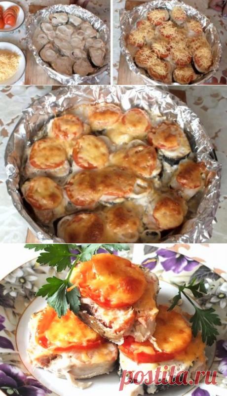Горбуша, запеченная в духовке с сыром и помидорами