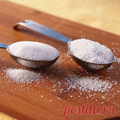 ИСПОЛЬЗОВАНИЕ СОЛИ В ОГОРОДЕ  Иногда вместо удобрений и ядохимикатов можно использовать самые обычные продукты такие как соль, сахар, чеснок, кефир, горчица.