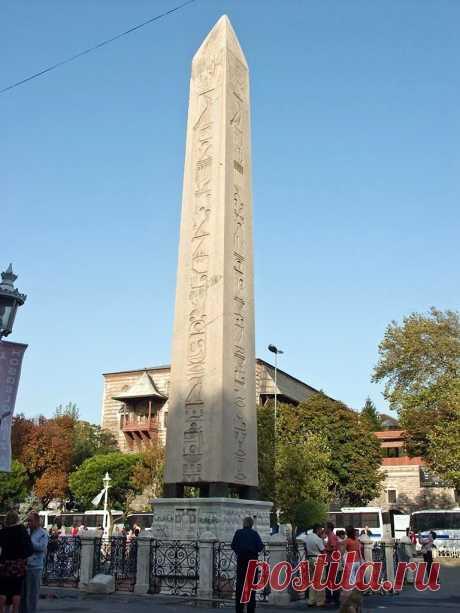 Египетский обелиск Феодосия на площади ипподрома.