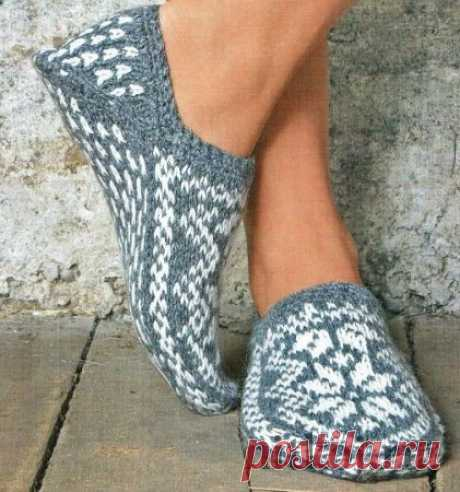 """Slippers spokes with the Norwegian patterns\"""" the Thread - knitted things for your house, knitting by a hook, knitting by spokes, schemes of knitting"""