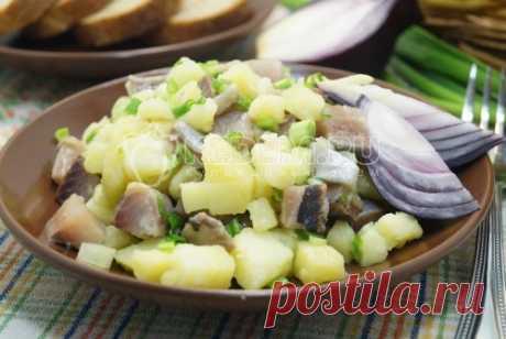 Салат с сельдью и картофелем «Морская пучина» Вкусный салат с сельдью и картофелем «Морская пучина». Прекрасный вариант для вашего постного стола.