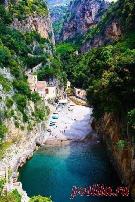 Скрытый пляж, Фуроре, Италия