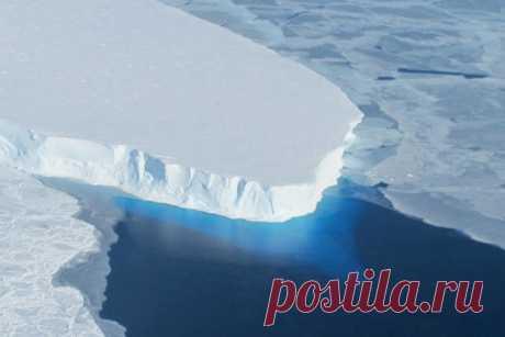 Причина быстрого таяния «ледника Судного дня» в Антарктиде Ученые назвали неожиданную причину быстрого таяния ледника Туэйтса в Антарктиде. Его также называют «ледником Судного дня», поскольку его разрушение грозит повысить уровень моря на всей планете. В данный момент ледник сбрасывает в море около 80 млрд тонн льда в год, сообщает...