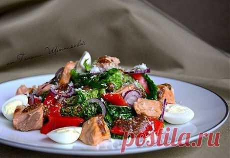 Теплый салат с савойской капустой и форелью