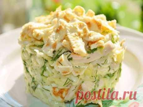 Простой, но очень вкусный салат с курицей. Объедение!
