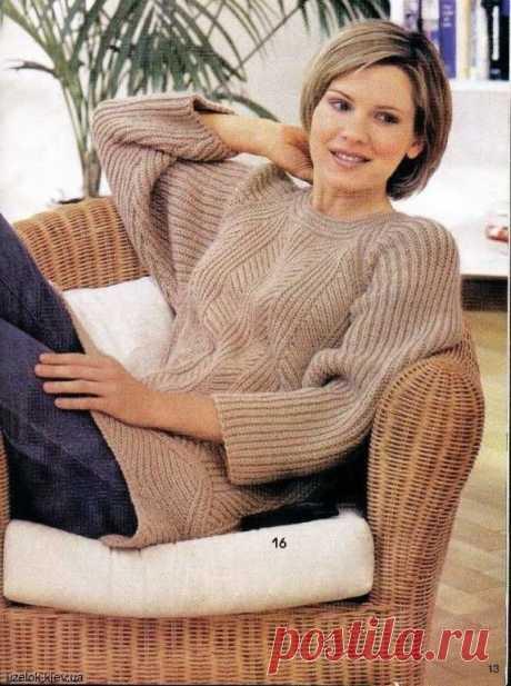 Женский пуловер спицами бежевого цвета. Схемы и описание
