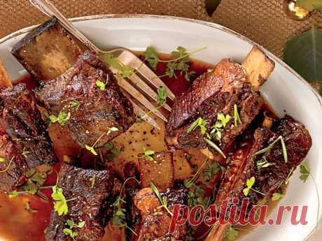 Говяжьи ребрышки с винным соусом — Кулинарная книга