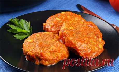 Постные рисовые котлеты с чечевицей в томатном соусе