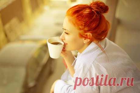 Стихотворение, от которого становится теплее на душе. А вам встречались «солнечные» люди? Мне с ними кофе кажется вкусней, Душевная, промозглая простуда, Проходит сразу от таких людей. Они вам греют зябкие ладони, Рисуют солнце среди мрачных туч, Какая редкость – «солнечные люди»! Я в них всегда влюбляюсь по чуть-чуть. Они гуашью самой-самой светлой, Рисуют мир открыто для людей, Хочу сказать спасибо им за это, За то, что мир наш делают теплей! Вы скажете, что вроде не встречали, Что глупости…