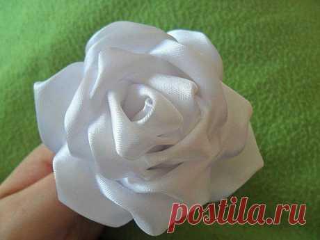 Два способа сделать розы из ленты