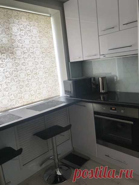 Строгая красота маленькой кухни. Или очередная идея, как на 5-метровой кухне разместить стол и холодильник без перепланировки   Какую кухню купить?   Яндекс Дзен