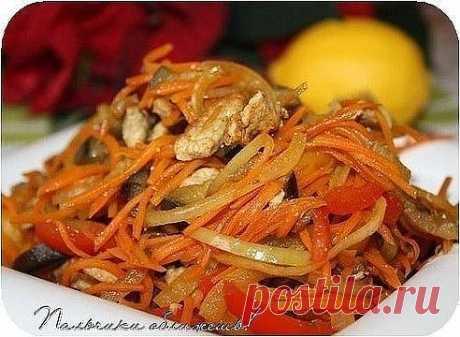 Салат из баклажанов с мясом и болгарским перцем  Ингредиенты: - баклажаны - морковь - лук - болгарский перец - мясо (желательно слегка подмороженное, тонко нарезаем)  Всё соломкой режем и обжариваем на сковороде по отдельности, выкладываем на салфетку бумажную, чтобы убрать излишек жира.  Соединяем, солим, перчим (если кто любит), поливаем соком лимона!  За уши не оттянешь!