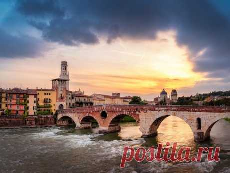 Мост Понте Пьетра (Верона) на закате. Автор фото – Алексей Вымятнин: nat-geo.ru/community/user/201151 Доброй ночи!