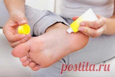 El ungüento prodigioso de casa el ungüento de los callos y natoptyshey en los pies. ¿Cómo hacer? No contiene ningunos componentes peligrosos para la salud en la composición.