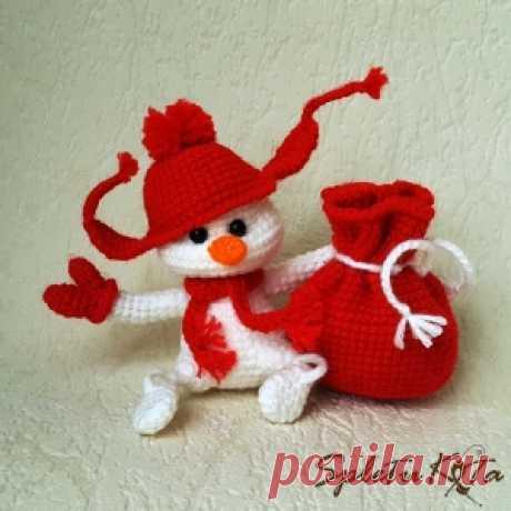Снеговичок снежок-игрушка амигуруми