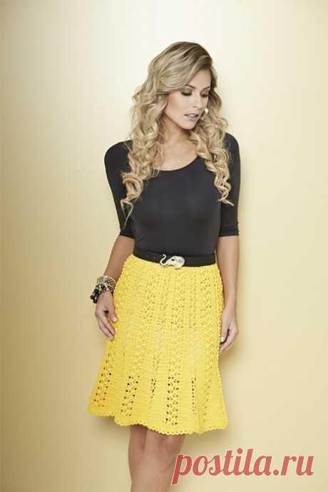 Вяжем желтенькую юбку крючком