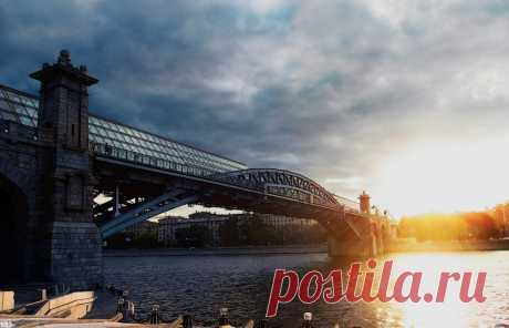 Андреевский мост в Москве.