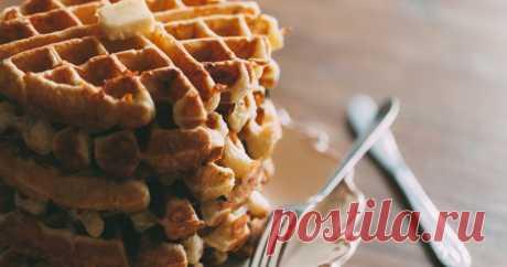 Закусочные бельгийские вафли — видеорецепт в Журнале Маркета Простой видеорецепт несладких бельгийских вафель, которые можно приготовить в мультипекаре за 10 минут