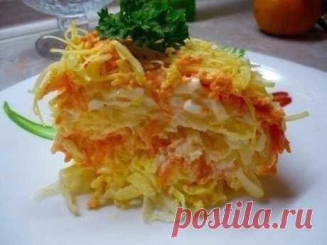 Быстрый салат «Французский» - DYNASTY OF CHEFS Ингредиенты: 2 яблока 4 варенных яйца 2 свежей моркови майонез лук сыр Приготовление: 1 слой - ошпаренный лук, майонез 2