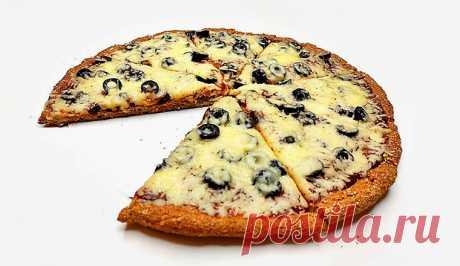 Диетическая пицца с маслинами на творожной основе