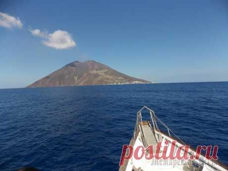 Вспоминая прошедшее лето, или: отдых на островах-вулканах