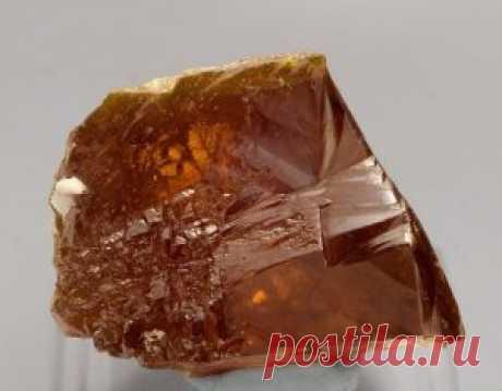 La dolomita: la aplicación en la construcción, la vajilla del mineral, la composición y el uso de la cerámica