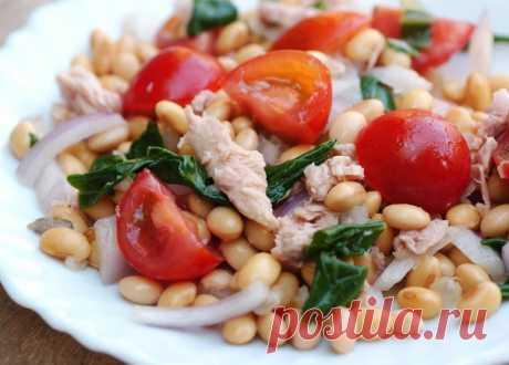Салат с тунцом и фасолью: ужин для идеальной фигуры на 100 грамм - 50.33 ккал Б/Ж/У - 4.69/0.37/7.07