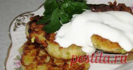 Кабачковые оладьи с картошкой Вкусные оладьи нежнейшей консистенции. Семья будет очень довольна!