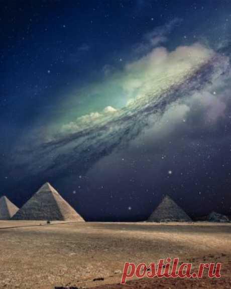 Млечный путь над Египетскими пирамидами