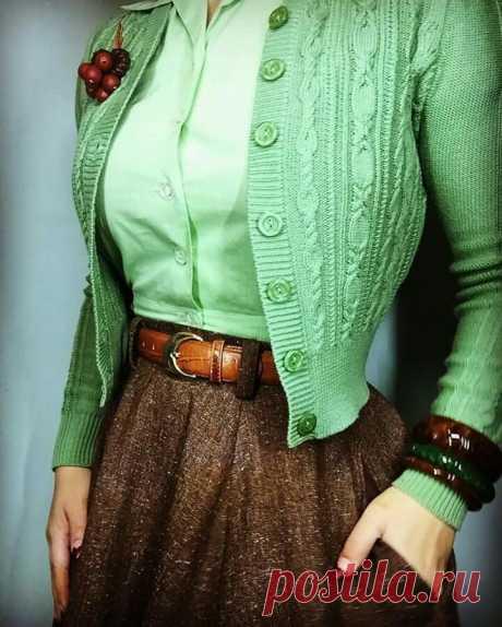 Green cardigan with brown skirt and belt!!!! - Bild Hafen