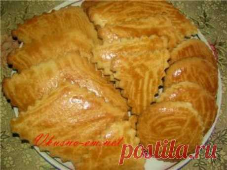 The recipe of dry biscuits dairy of the childhood Dear friends! Today I want to offer you the simple recipe of the pastries familiar to us from the childhood — Dairy dry biscuits! During study at school it was my favourite delicacy. I found the recipe...