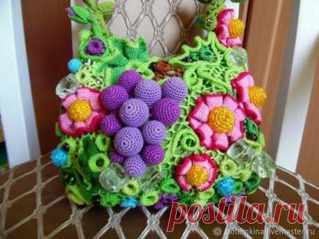 Вязаные сумочки с яркими цветами: идеи