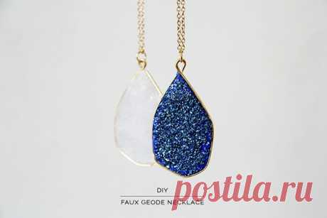 FREE POLYMER CLAY TUTORIAL: DIY faux geode/druzy pendant necklace. | Thing to try