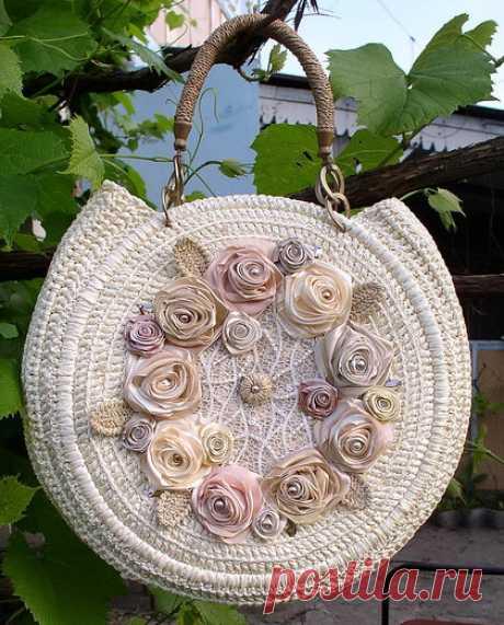 Дамские сумочки. связанные крючком и вышитые лентами | Рукоделие