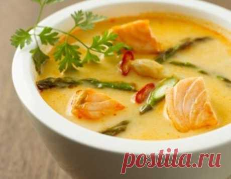 Сырный рыбный суп. Ингредиенты: лук репчатый - 1 шт, перец черный молотый