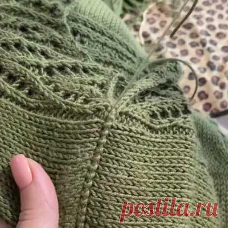 Шов от @tishenko.knit 👈  Можно использовать в качестве плечевого♥️