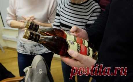 Как отличить суррогнатный алкоголь от качественного? 2 главных способа в домашних условиях. Все, наверное, слышали о произошедшем в Оренбуржье. К сожалению, суррогатный алкоголь стал причиной самых неприятных последствий для 30 человек. И вот, несмотря на систему ЕГАИС и, вроде бы, всесторонний контроль со стороны государства, вновь назрел злободневный вопрос: как же отличить суррогатный алкоголь... Читай дальше на сайте. Жми подробнее ➡
