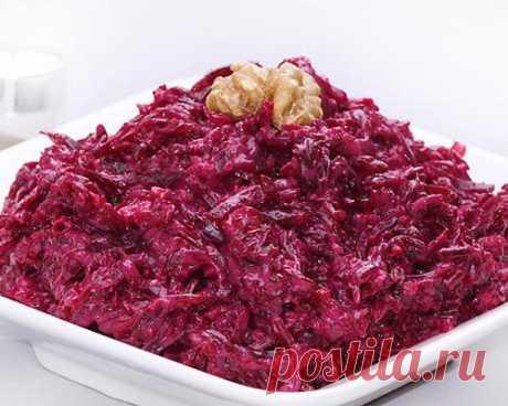 Салат из отварной свеклы с использование дробленых орешков