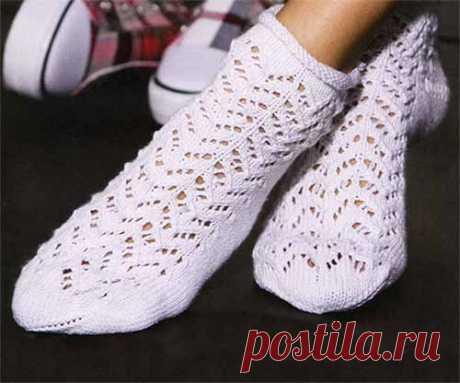 Белые носочки с ажурным узором