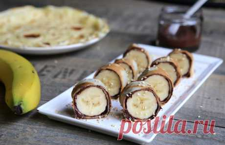 Сладкие роллы с бананом и нутеллой