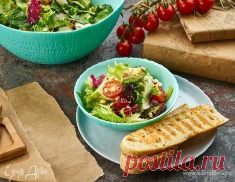 Салат с финиками, авокадо и кедровыми орешками, рецепт с ингредиентами: финики, авокадо, помидоры черри