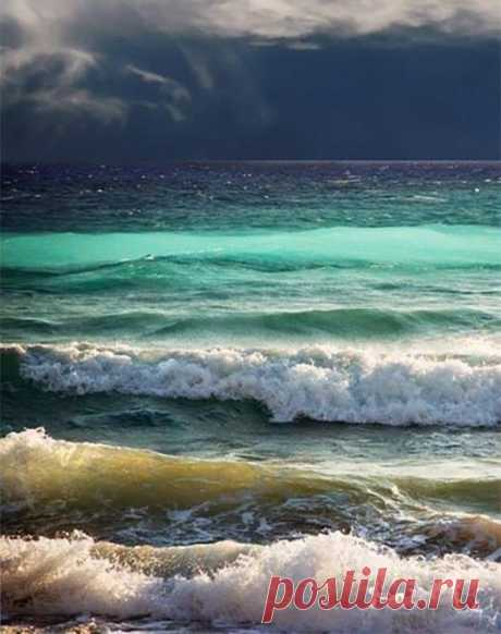 Fifty shades of the sea