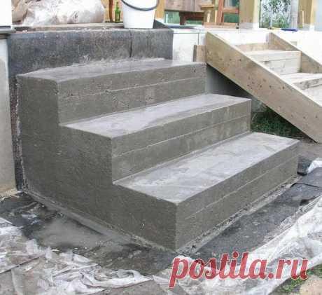 Строительство бетонных ступеней для лестниц Крыльцо и лестница являются составными частями загородного дома. Узнаем как сделать красивые и аккуратные бетонные ступени для лестниц самостоятельно.