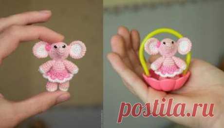 вязаная миниатюрная розовая слоняшка