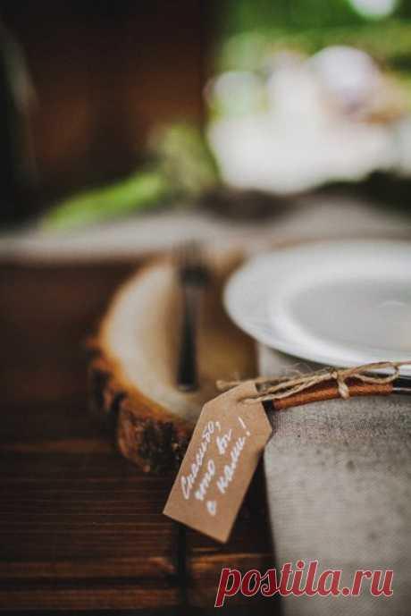 А вы готовы сделать для своей свадьбы что-то своими руками? Или лучше доверить все профессионалам? Поделитесь мнением! Вся серия: weddywood.ru/semejnyj_ujut_svadba_denisa_i_tani