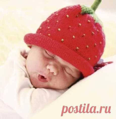 Шапочки ягодки Малинка Клубничка Ежевичка — 9 моделей на спицах