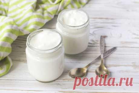 Как сделать натуральный йогурт в домашних условиях.  Берите на заметку!  В рецептах здорового питания часто упоминается натуральный йогурт. В продаже его встретишь редко, поэтому самый лучший вариант — научиться готовить в домашних условиях. Главное — делать это правильно. Показать полностью…