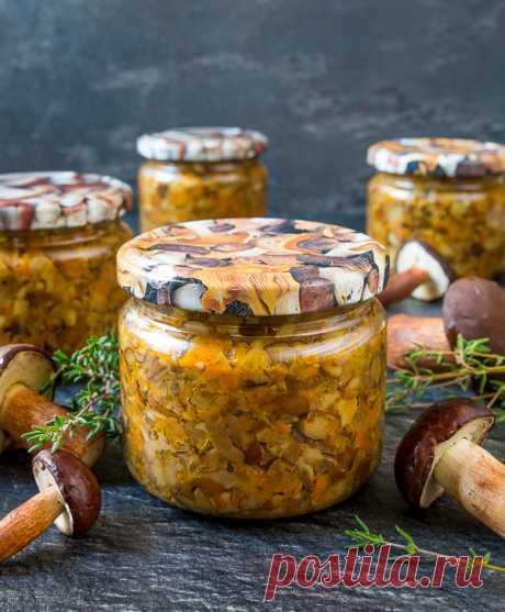 Грибная икра на зиму на Вкусном Блоге Как у вас с лесными грибами, друзья? У нас в Беларуси их в этом году очень много. Поэтому я начинаю серию рецептов грибных заготовок на зиму – думаю, многим будет актуально. Начнем с грибной икры. Для ее приготовления подходят любые грибы – подосиновики, польские, моховики, опята. И белые можно, но…