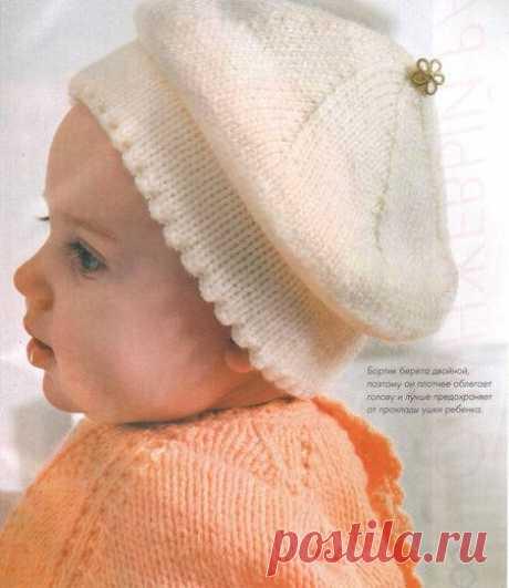 Белый детский берет спицами Белый детский берет спицами связанный лицевой гладью для малыша до года. Полное описание работы здесь.