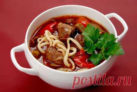 Вкуснейший лагман - секреты приготовления восточного блюда. Лагман - популярное среднеазиатское национальное блюдо, а если точнее, то просто густой суп. Его главными составляющими являются мясо, лапша и овощи. Приготовьте обязательно, равнодушных не останется!